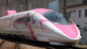 hello-kitty-shinkansen